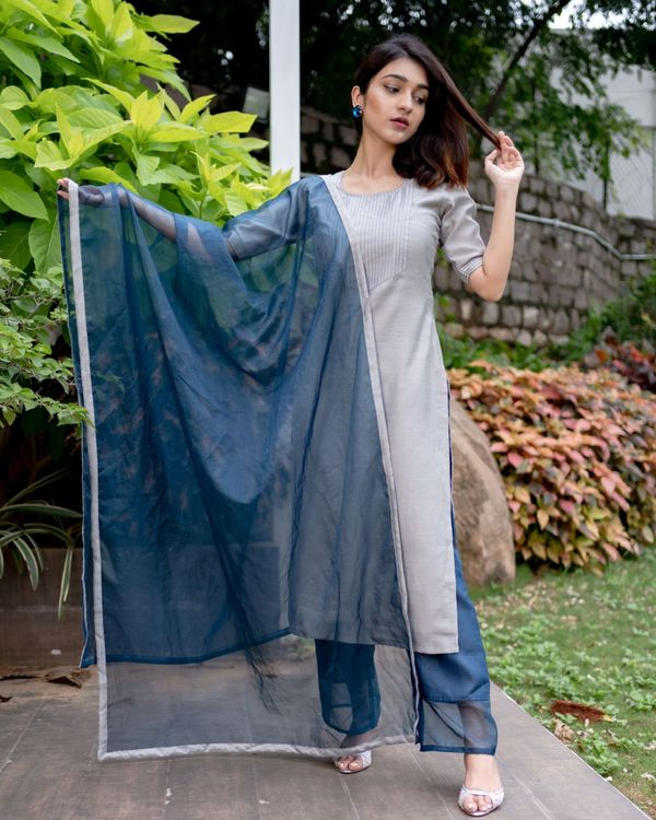 Grey chanderi kurta with prussian blue pants and organza dupatta - Set Of Three 3