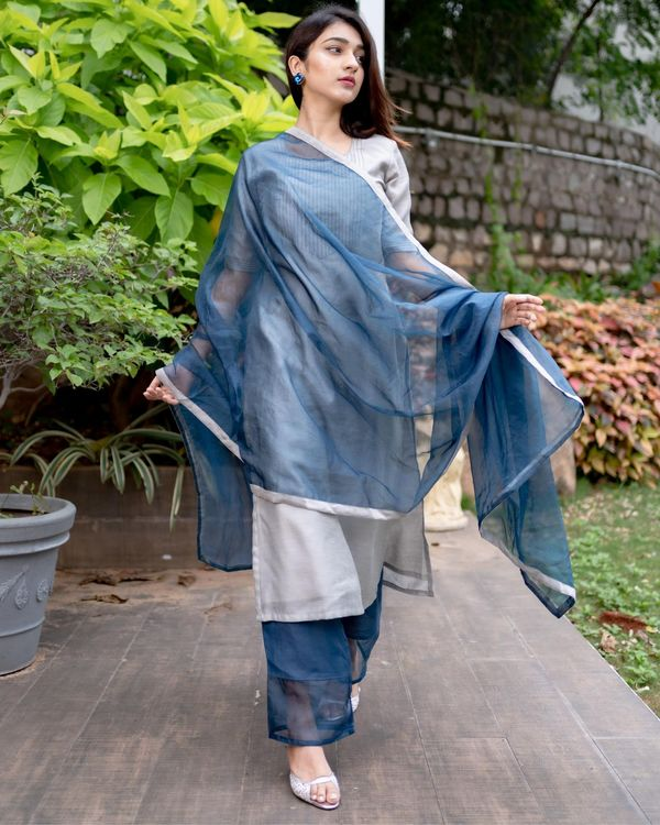 Grey chanderi kurta with prussian blue pants and organza dupatta - Set Of Three 2