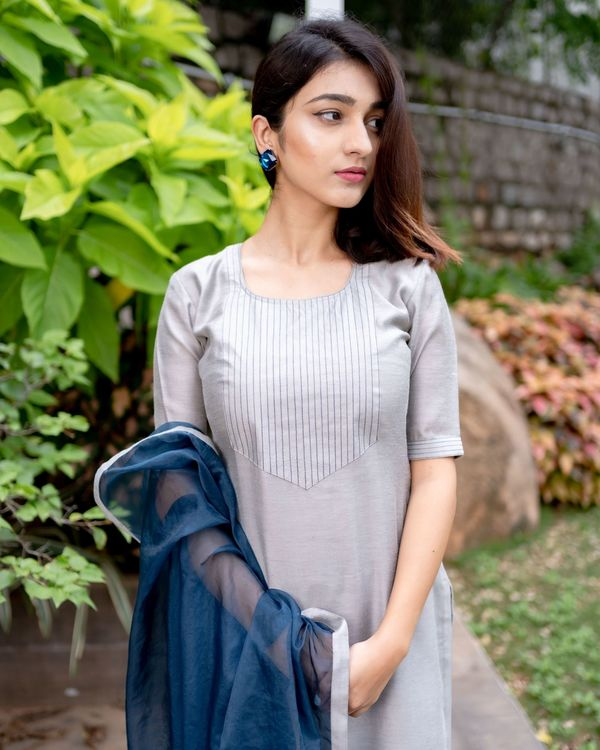 Grey chanderi kurta with prussian blue pants and organza dupatta - Set Of Three 1