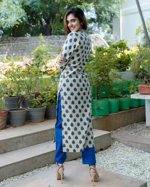 Off white and blue leaf printed slit kurta and pants - Set Of Two 3