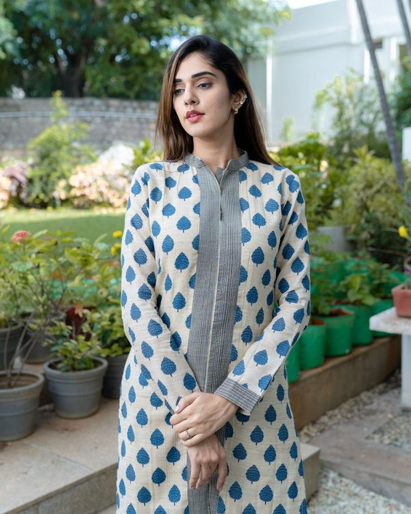 Off white and blue leaf printed slit kurta and pants - Set Of Two 1