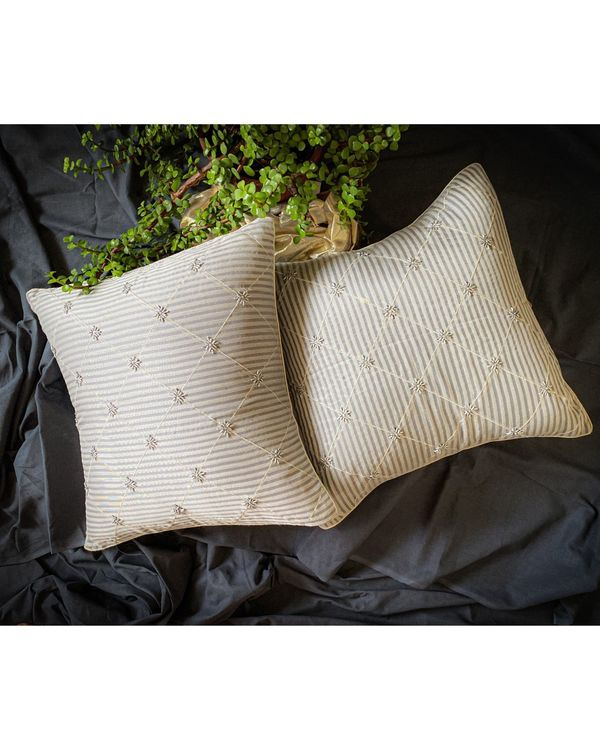 Light grey and white checkered cushion cover 1