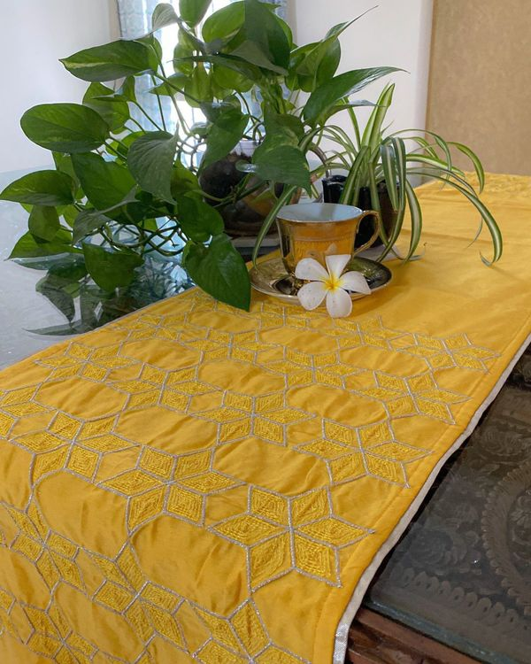 Yellow star embroidered table runner 1