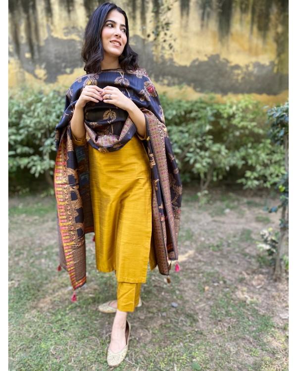 Mustard yellow hand embroidered kurta and pants with dupatta - Set Of Three 2