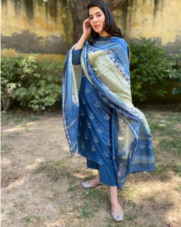 Indigo floral block printed chanderi kurta and pants with dupatta - Set Of Three 2