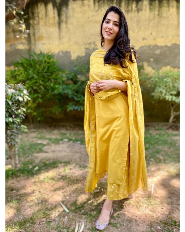 Canary yellow block printed kurta and pants with dupatta - Set Of Three 2