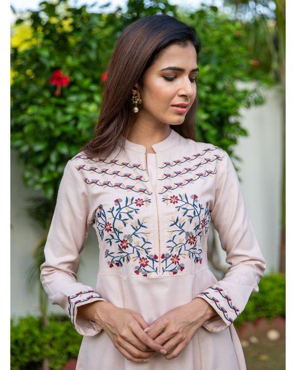 Cream pink floral embroidered yoke kurta 1