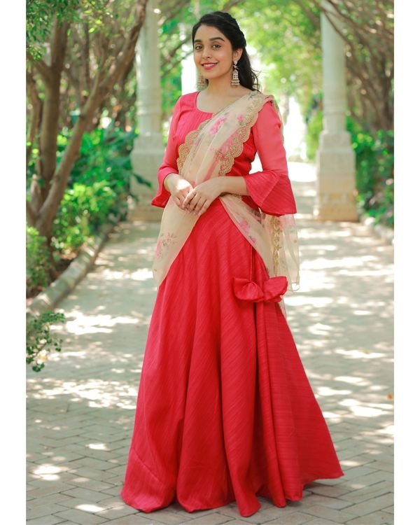 Red bell sleeve crop top and skirt with embroidered dupatta - Set Of Three 2