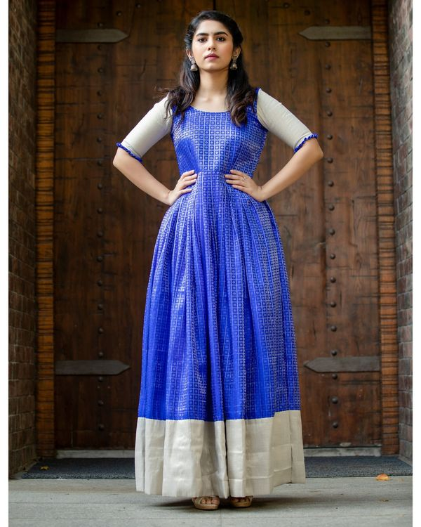Blue and silver checkered pleated maxi dress 2