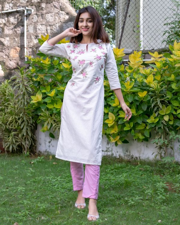 White and pink floral embroidered kurta with pants - Set Of Two 3