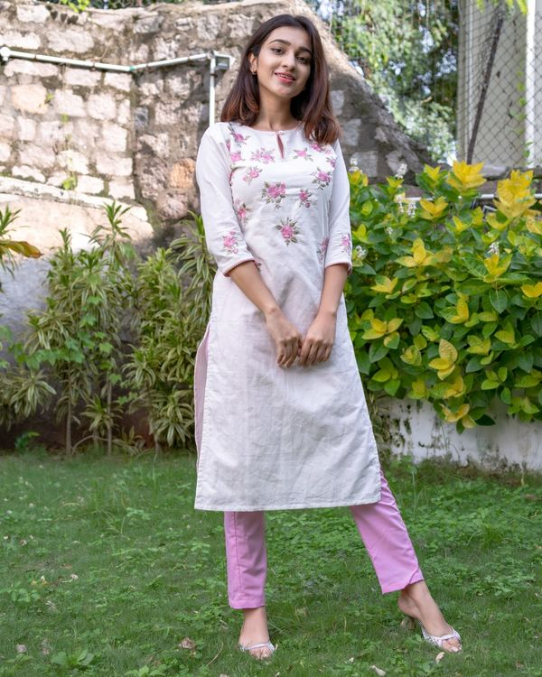 White and pink floral embroidered kurta with pants - Set Of Two 2