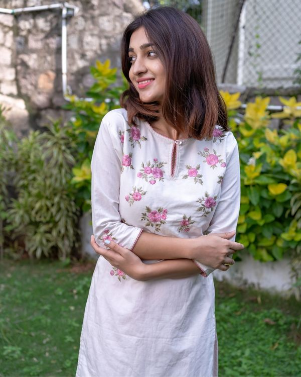 White and pink floral embroidered kurta with pants - Set Of Two 1