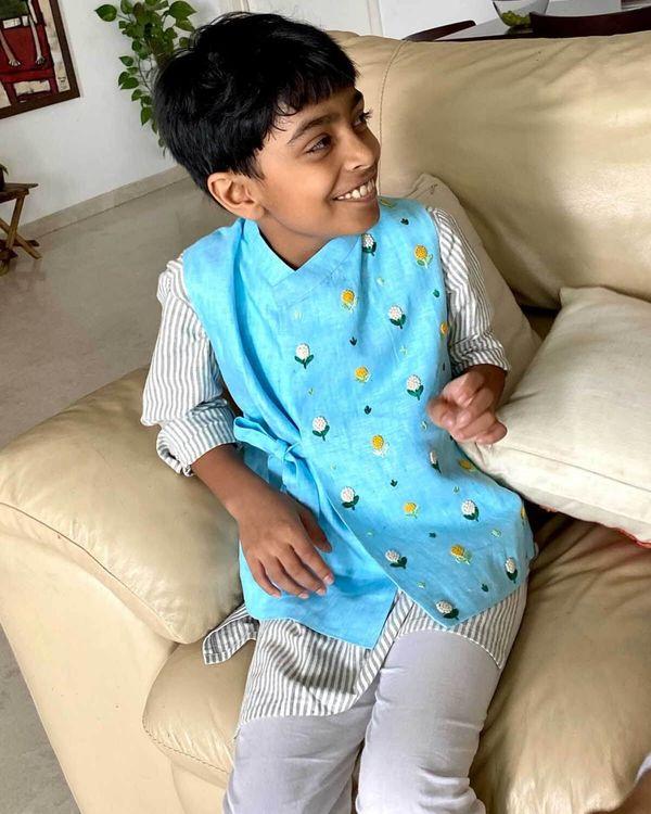 Grey striped kurta and pyjama with blue embroidered jacket - set of three 1