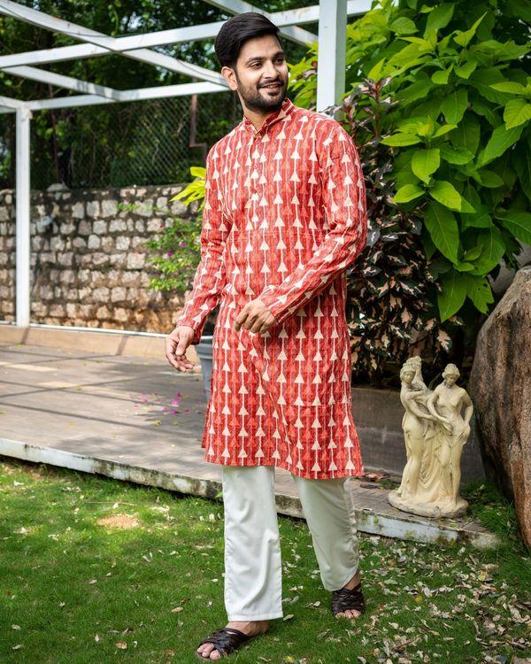 Red printed kantha work cotton kurta with off white pyjama - Set Of Two 3