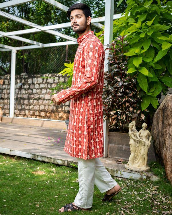Red printed kantha work cotton kurta with off white pyjama - Set Of Two 2