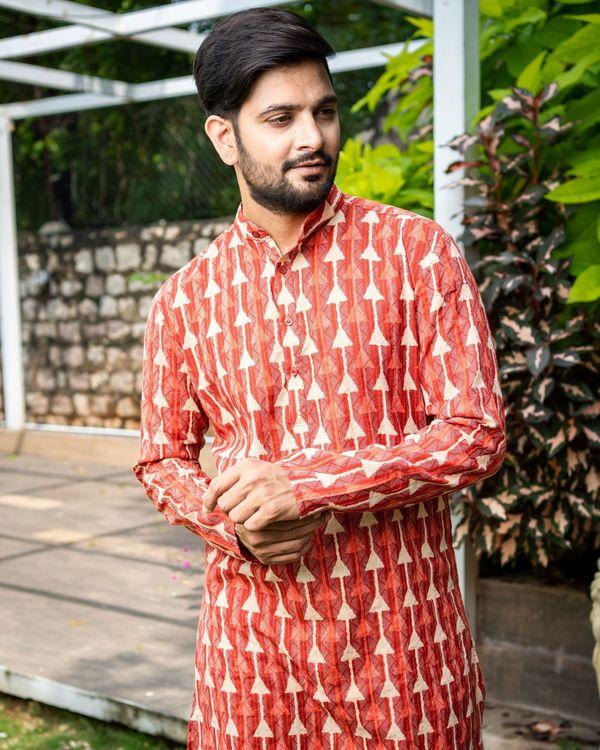 Red printed kantha work cotton kurta with off white pyjama - Set Of Two 1