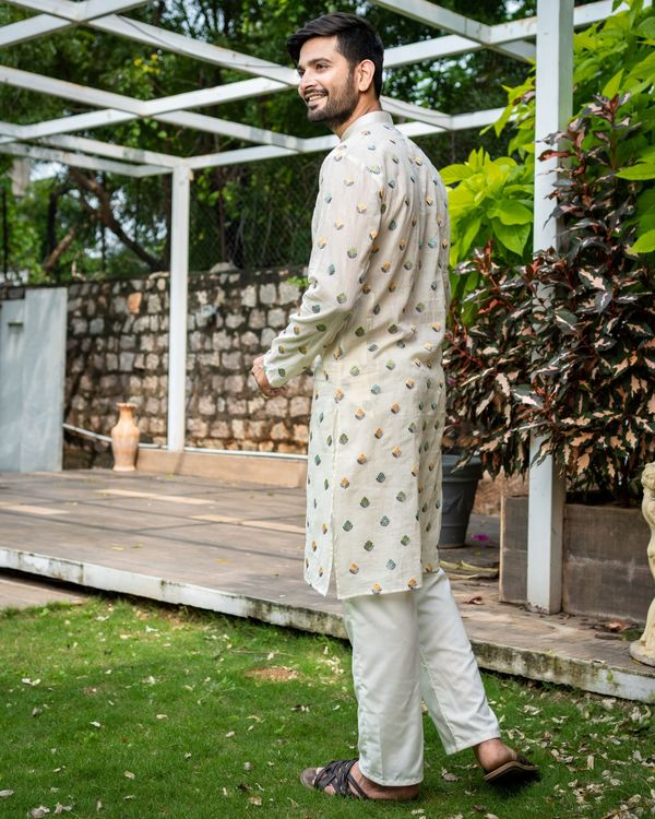 Off white embroidered kurta with pyjama - Set Of Two 3