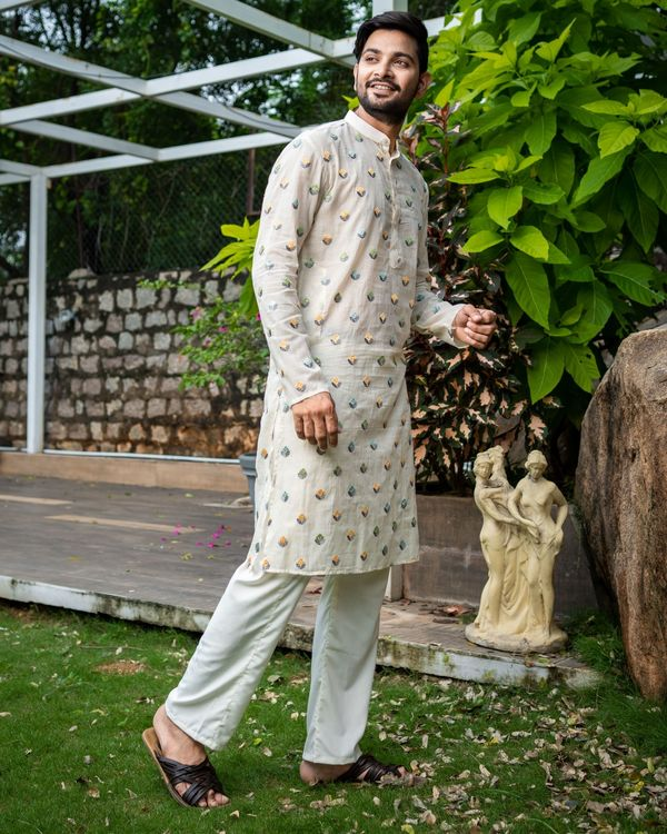 Off white embroidered kurta with pyjama - Set Of Two 2