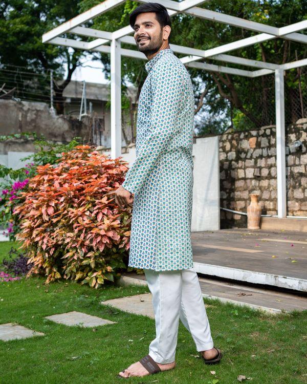 Blue and green boota printed kurta with white pyjama - Set Of Two 3