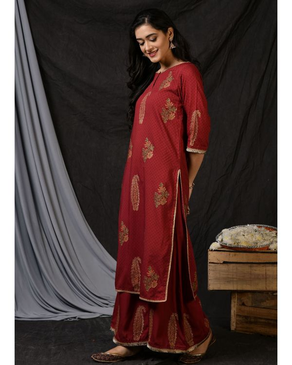Maroon floral printed kurta with palazzo and ombre dyed dupatta - Set Of Three 2