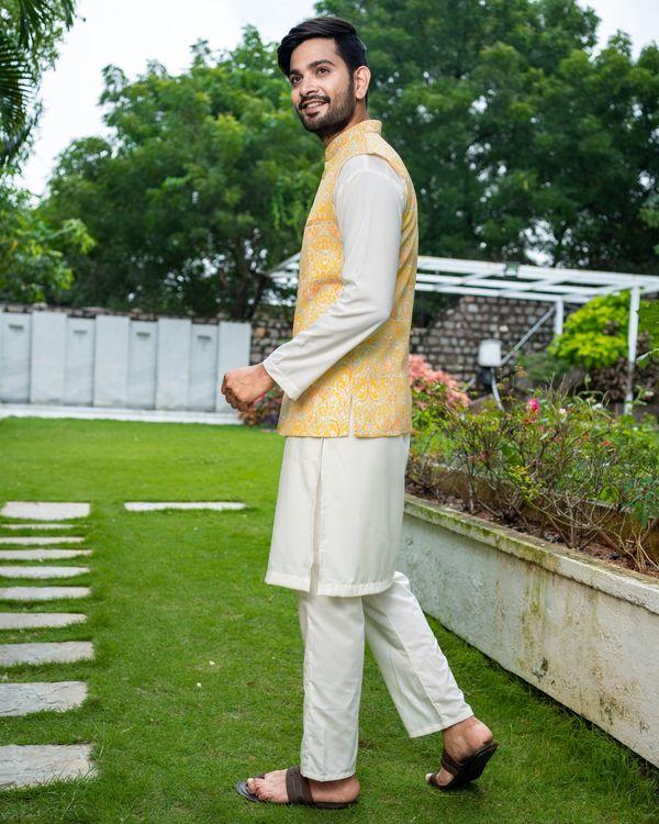 Yellow ikat printed jacket with off white kurta and pyjama - Set Of Three 3