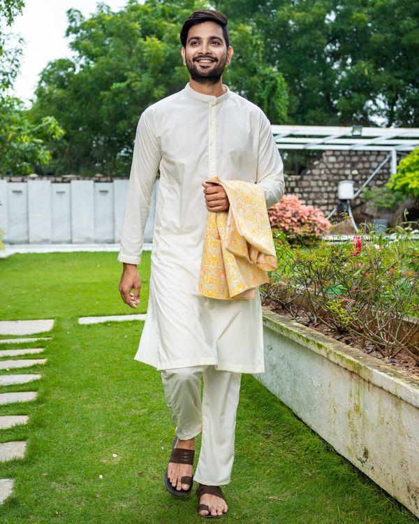 Yellow ikat printed jacket with off white kurta and pyjama - Set Of Three 2