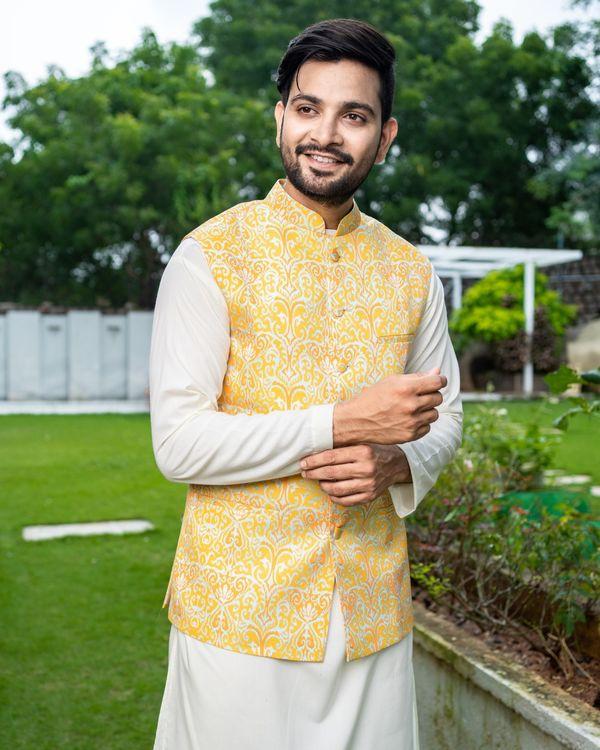Yellow ikat printed jacket with off white kurta and pyjama - Set Of Three 1