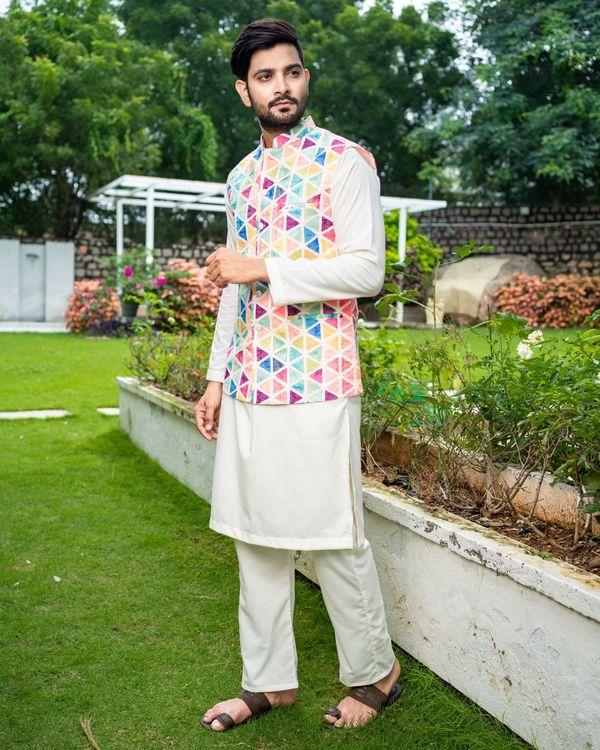 Multicolour trigon nehru jacket with off white kurta and pyjama - Set Of Three 3