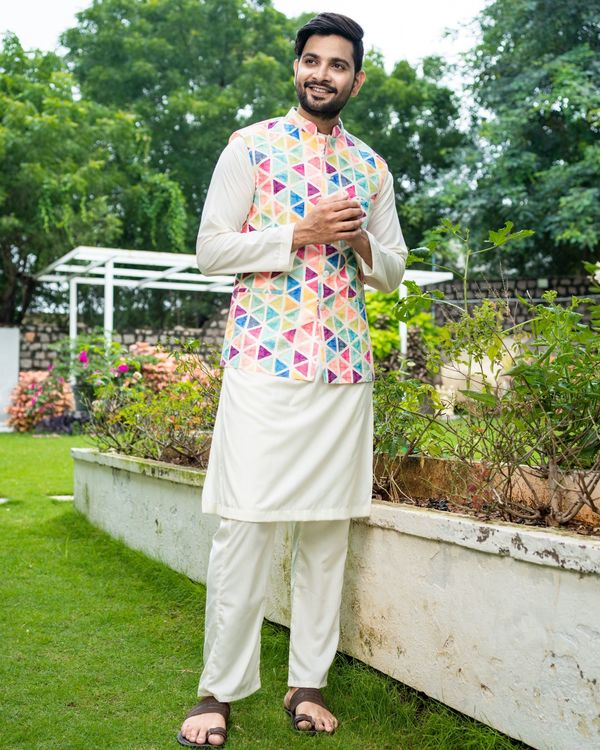 Multicolour trigon nehru jacket with off white kurta and pyjama - Set Of Three 2