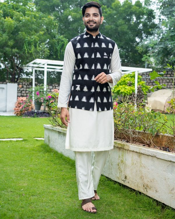 Black and white trigon ikat jacket with off white kurta and pyjama - Set Of Three 3