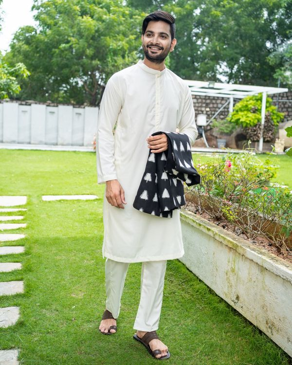 Black and white trigon ikat jacket with off white kurta and pyjama - Set Of Three 2