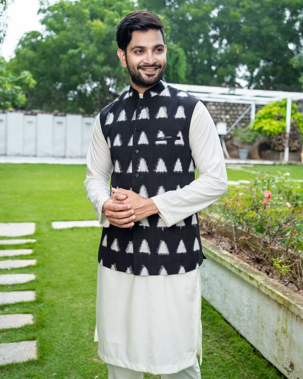 Black and white trigon ikat jacket with off white kurta and pyjama - Set Of Three 1