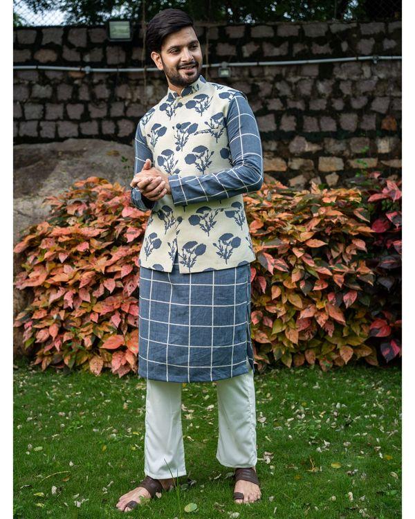 Grey checkered kurta and pyjama with floral printed nehru jacket - Set Of Three 3