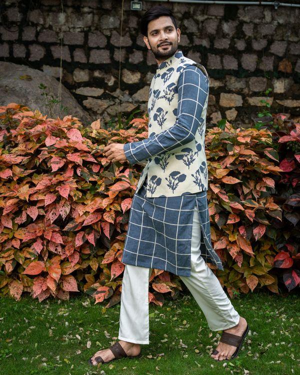 Grey checkered kurta and pyjama with floral printed nehru jacket - Set Of Three 2