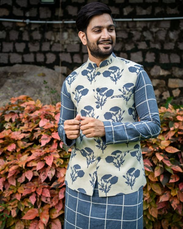 Grey checkered kurta and pyjama with floral printed nehru jacket - Set Of Three 1