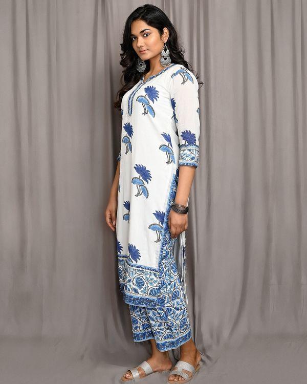 White and blue floral printed paneled kurta 1