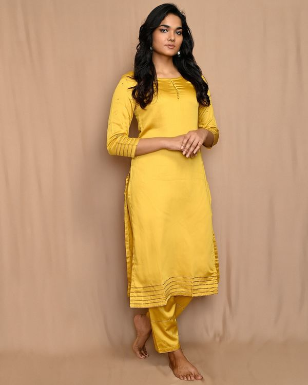 Yellow gota work sequined kurta and pants with scalloped dupatta - Set Of Three 2