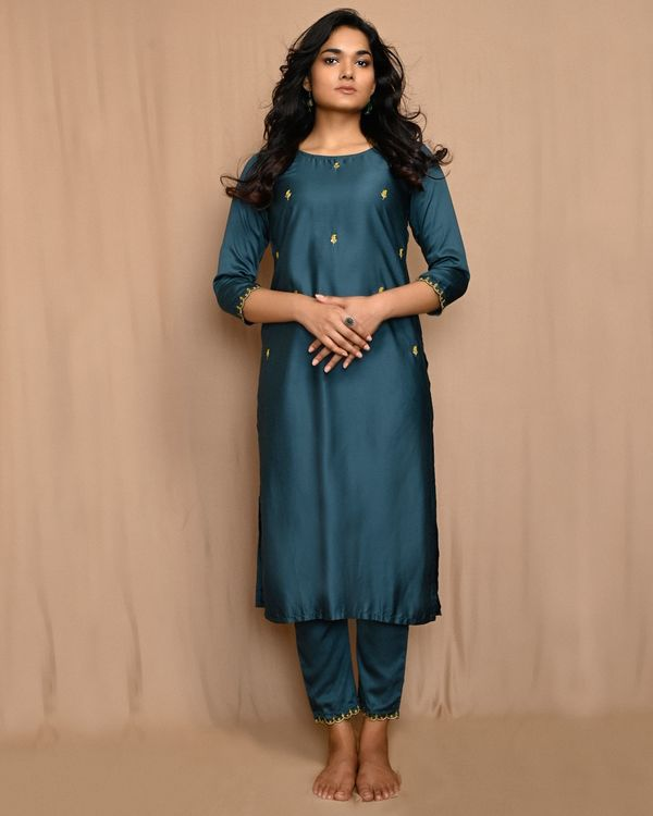 Teal green embroidered kurta with pants and scalloped dupatta - Set Of Three 2