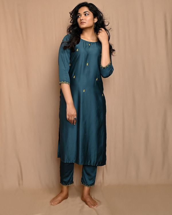 Teal green embroidered kurta with pants and scalloped dupatta - Set Of Three 1