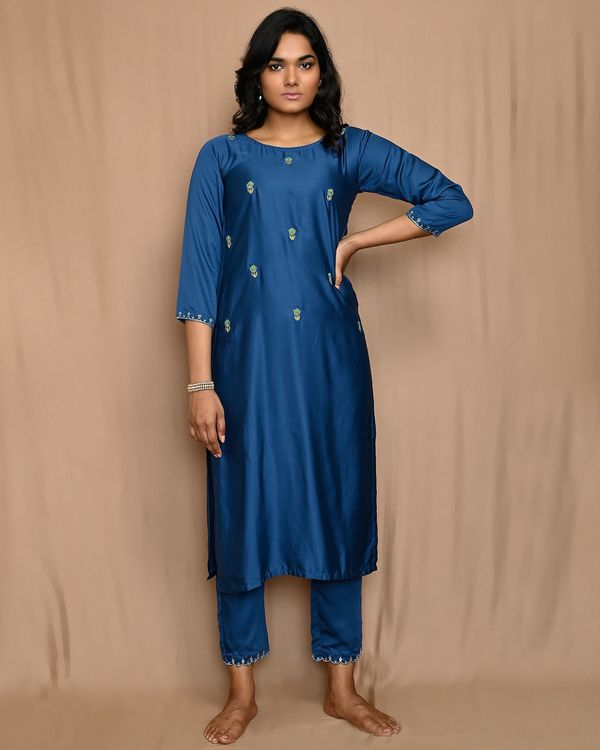 Blue embroidered kurta with straight pants and dupatta - Set Of Three 2