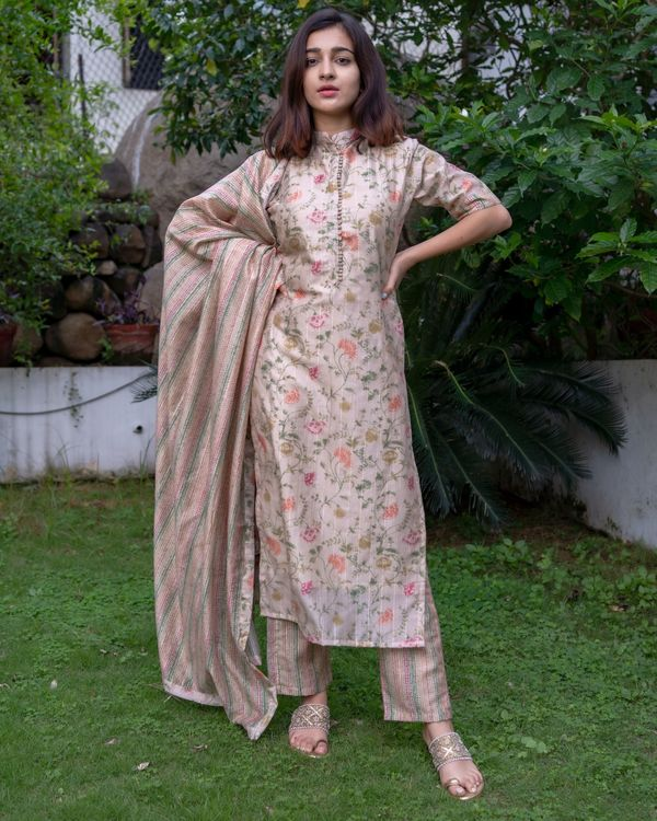 Beige floral printed mandarin kurta with pants and dupatta - Set Of Three 4