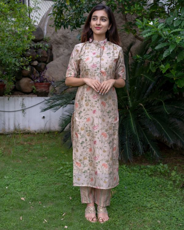 Beige floral printed mandarin kurta with pants and dupatta - Set Of Three 3