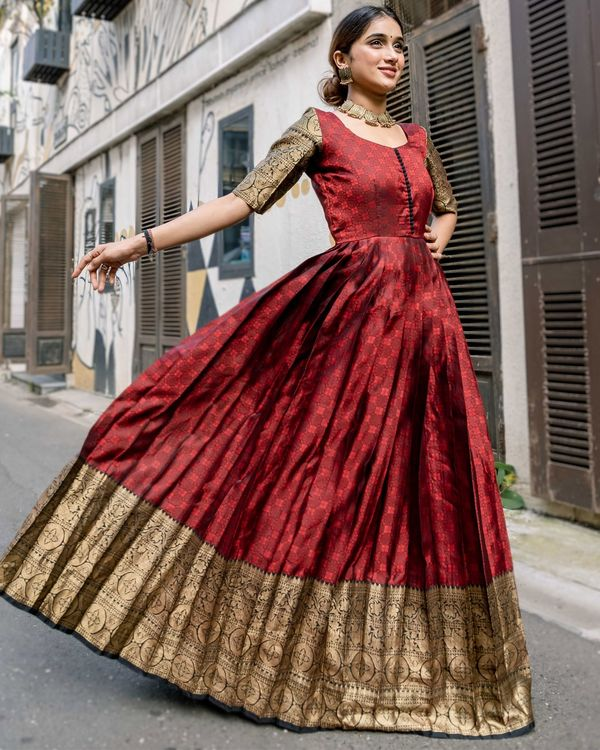 Red floral motif pleated dress with zari border detailing 2