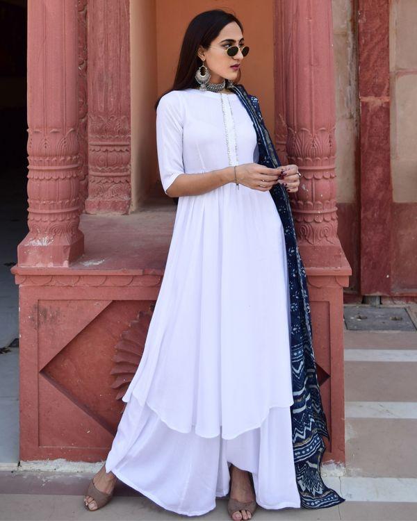 White flared kurta and palazzo with indigo chanderi dupatta - Set Of Three 2