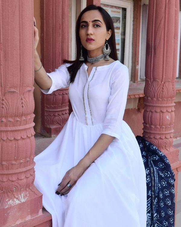 White flared kurta and palazzo with indigo chanderi dupatta - Set Of Three 1