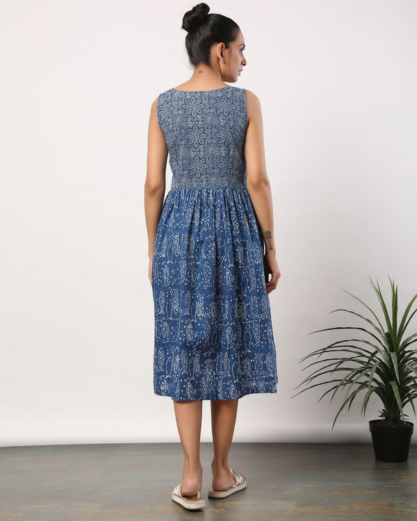 Indigo fish printed buttoned dress with pockets 3