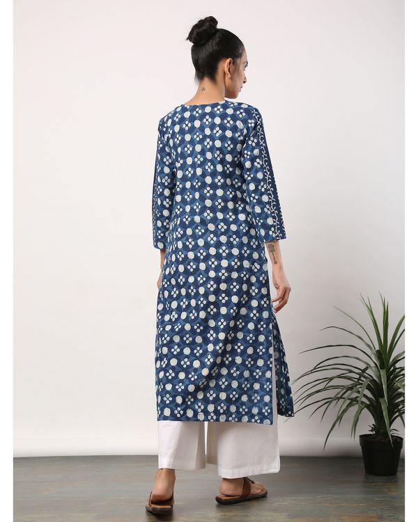 Indigo and white printed lace kurta 3