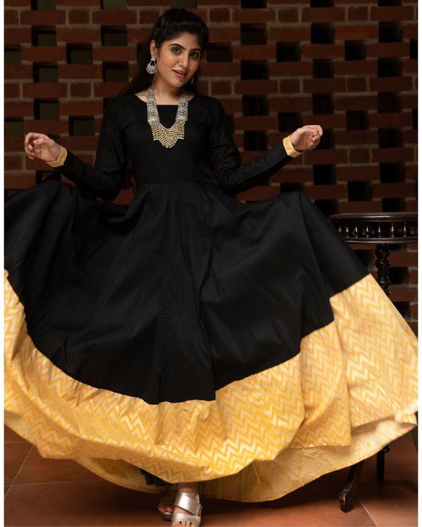 Black and yellow zig zag paneled dress with dupatta - Set Of Two 2