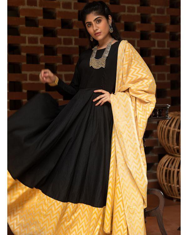 Black and yellow zig zag paneled dress with dupatta - Set Of Two 1