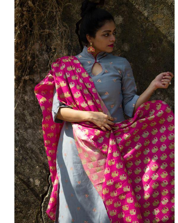 Grey boota chanderi kurta with rani pink pants and tussar dupatta - Set Of Three 1